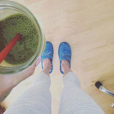 Weekend = slippers yoga pants  green #superfoodsmoothie http://ift.tt/2bCyrI7