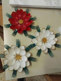20 ideas of surprising decorations to be made by recycling cucc Crafts To Make, Easy Crafts, Arts And Crafts, Paper Crafts, Kids Crafts, Plastic Spoon Crafts, Plastic Spoons, Plastic Bags, Plastic Silverware