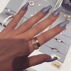 Imagem de beautiful, chic, and fashion Cartier Love Ring, Cartier Bracelet, Cartier Rings, Cartier Jewelry, Diamond Jewelry, Gold Jewelry, Jewelry Accessories, Jewlery, Cute Jewelry