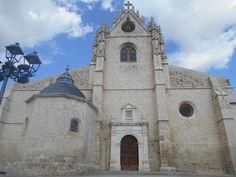 Fachada a la Plaza de San Antolín