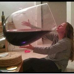 Se uma taça de vinho tem efeito de uma hora de academia em nosso corpo. Imagina o que essa tacinha aí não fará no meu????? hahahahaha