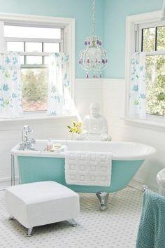 idéia de decoração de banheiro com banheira de imersão