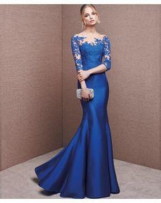 Vestido de madrina corte sirena, con manga francesa. Confeccionado en tul petit pois con aplicaciones de encaje. Color azul meteorito. San Patrick fiesta