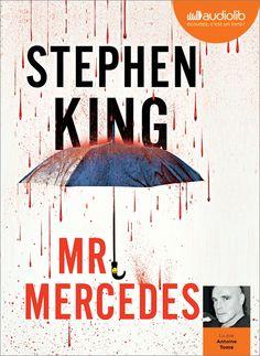 """Mr Mercedes Stephen King Livre, 480 pages, Couverture souple """"Foncer sur une foule dans sa SL500 12 cylindres : le moment le plus grisant de la vie de Mr Mercedes. Et le carnage lui a tellement plu qu'il n'a qu'une envie : recommencer au plus vite..."""""""