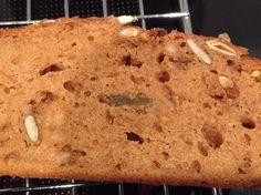 Heerlijk pindakaasbrood met koekkruiden. Smaakt niet naar pindakaas en is ook niet droog zoals veel andere varianten.