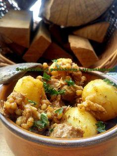 Świeżonka z pęczakiem i ziemniakami : Smakujmy.pl Curry, Ethnic Recipes, Food, Curries, Essen, Meals, Yemek, Eten