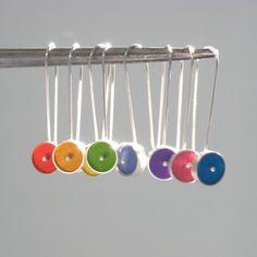 Gotas de Color cuelgan los pendientes de plata y por ajcdesign