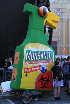 EU-US trade deal pushing GM-crops - Friends of the Earth Europe http://stopthecrop.org/EU-US-trade-deals-pushing-GM-crops-270815 #TTIP #GMOs