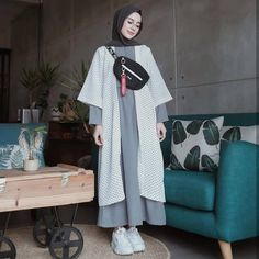 Harga : 130 rb Code : Polka Set Bahan : Inner Wolpeach Outer Katun Polka Ukuran : all size fit to Grunge Look, Grunge Style, 90s Grunge, Soft Grunge, Grunge Outfits, Chic Outfits, Fashion Outfits, Modern Hijab Fashion, Hijab Fashion Inspiration