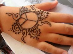 Simple henna design for kids. By hennaallure