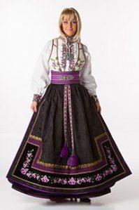 Norwegian dress,so pretty in purple tones Norway Culture, Norwegian Clothing, Ethnic Fashion, Womens Fashion, Frozen Costume, Scandinavian Fashion, Lace Homecoming Dresses, Folk Costume, Traditional Dresses