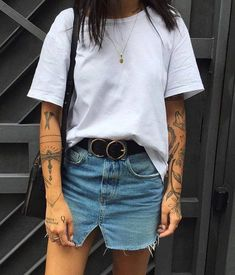 Denim-Rock und White T #outfits #fashion