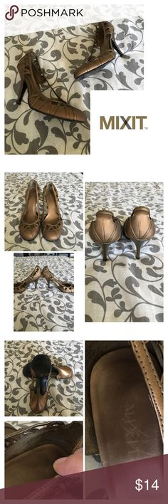 Mixit copper round toe pumps- pre loved slight scuffs on the heels; Normal wear on soles. GENTLY WORN, could have slight wear/ staining I didn't catch. I do try to list any/all flaws. Please see all pictures.   PLEASE, REASONABLE OFFERS ONLY!  -Smoke and pet free - If its $10 or under, I WILL NOT accept offers. -I do not model anything; everything looks different on everyone and I don't wasn't too Jade that. I will put the item on a dress form or find factory pics and provide measurements…
