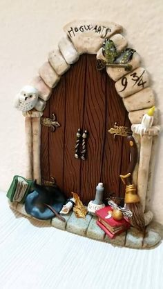 Harry Potter Ornaments, Harry Potter Christmas, Harry Potter Miniatures, Potters Clay, Harry Potter Bedroom, Clay Fairies, Fairy Figurines, Fairy Doors, Polymer Clay Crafts