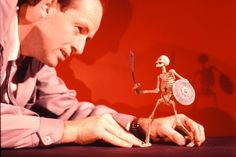 """Ray Harryhausen used stop-motion animation special effects to make the skeleton warriors """"move"""" in Jason and the Argonauts Stop Motion, Animation Image Par Image, Jason And The Argonauts, Mighty Joe, Clash Of The Titans, Animation Tutorial, Sinbad, Fantasy Movies, Creature Feature"""