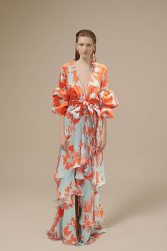 See the complete Johanna Ortiz Spring 2017 Ready-to-Wear collection.