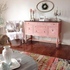 Creative Customer Janice of @galbraithjanice created this standout buffet with the help of Chalk Paint® by Annie Sloan. She first applied Chalk Paint® in Old White, and then added a wash of Scandinavian Pink. The pop of pink looks great with the other neutral tones of the room.