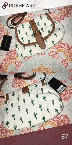 Forever 21 Cactus Crossbody bag Cute cactus crossbody never worn in perfect condition Forever 21 Bags Crossbody Bags