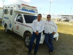 """Hoy y mañana veremos las fotos de la ambulancia de la empresa """"Stars Energy Services"""", en la que estubo trabajando hace un tiempo nuestro compañero @Rolo Ortiz, desde Colombia. En la 1ª imágen, está con el que fue su compañero: Wilmar. Trabajaban en una poblacion llamada el Algarrobo, para una compañia de servicios petroleros. Atendían también todo tipo de emergencias de toda la Comunidad, ya que eran…"""