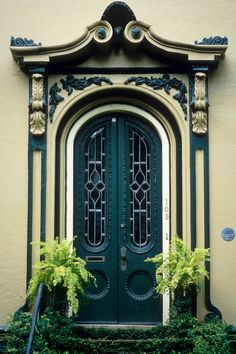 hueandeyephotography:  Ornate Entry, Charleston, SC © Doug Hickok All Rights Reserved More here… hue and eye