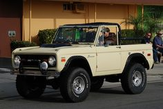 Ford Bronco - Series I, perfection. Old Ford Bronco, Bronco Truck, Jeep Truck, Cool Trucks, Pickup Trucks, Cool Cars, Classic Bronco, Classic Ford Broncos, Classic Trucks
