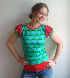 Retro Apfel Shirt in Grün//Rot mit mit Puffärmelchen in rot/weiss gepunktet  Das Vorderteil besteht aus einem sehr limitierten, selbst designten Re...