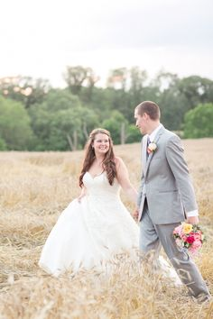 A Sophisticated Country Wedding at Paynefield Farm in Tappahannock, Virginia Country Chic, Country Girls, City Boy, Chic Wedding, Real Weddings, Wedding Dresses, Fashion, Bridal Dresses, Moda