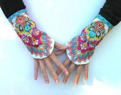 Manchettes ethniques India, doublées coton... manchons, mitaines, bracelet, chauffe-poignet : Mitaines, gants par anjes Beadwork, Collars, Gloves, Craft Ideas, Etsy, My Style, Bracelets, Projects, How To Wear