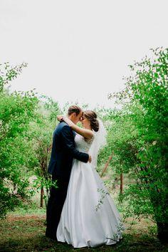 Nádherná nevesta v šatách Hadassa Wedding Dresses, Fashion, Alon Livne Wedding Dresses, Fashion Styles, Weeding Dresses, Wedding Dress, Wedding Dressses, Fashion Illustrations, Wedding Gowns