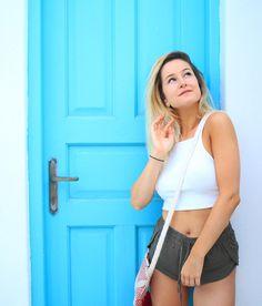 tout est tellement beau ici haaaa Emma Verde, Photo Instagram, Crop Tops, Tank Tops, Bff, Basic Tank Top, Poses, Youtube, People