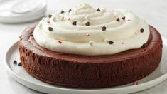 You might be wondering how exactly this works—well, let us tell you. Turns out, the silken texture of a chocolate cheesecake is not far off from the thick, creamy texture of a perfect cup of cocoa. Brownie Desserts, Oreo Dessert, Mini Desserts, Classic Desserts, Chocolate Cheesecake, Christmas Desserts, Christmas Recipes, Caramel Cheesecake, Christmas Cakes
