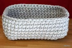 Letos jsem objevila špagetovou přízi od firmy Hoooked Zpagetti a jsem z ní n. This year I discovered a spaghetti yarn from Hoooked Zpagetti and I'm excited about it. Diy Storage Containers, Storage Container Homes, Love Crochet, Knit Crochet, Crochet Ideas, Container Shop, Crochet T Shirts, Round Basket, T Shirt Yarn