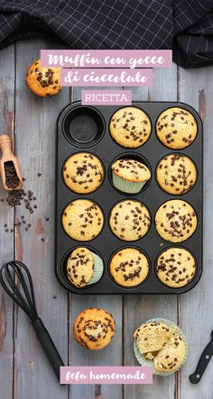 Muffin with chocolate drops. - Discover the classic recipe to make soft and full of drops of Dis - Greek Yogurt Muffins, Almond Flour Muffins, Applesauce Muffins, Cream Cheese Muffins, Cinnamon Muffins, Cranberry Muffins, Blue Berry Muffins, Sweet Recipes, Real Food Recipes
