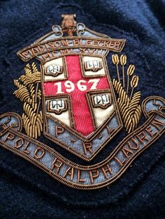 Find images and videos about old school, preppy and patch on We Heart It - the app to get lost in what you love. Ralph Lauren Love, Ralph Lauren Blazer, Preppy Men, Preppy Style, English Gentleman, Ivy Style, Camisa Polo, Gold Work, Embroidery Patches