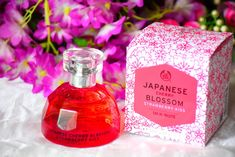Just as the name suggests, The body Shop Japanese Cherry Blossom Strawberry Kiss Eau De Toilette has a fresh, sweet floral fragrance. The Body Shop, Body Shop At Home, Body Shop Skincare, Best Skincare Products, Body Shop Products, Strawberry Perfume, Jeffree Star, Rose Perfume, Beauty