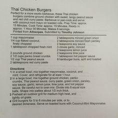 Thai chicken burgers, met kip, mayonaise, kokos, verse munt, thaise pindasaus, rode currypasta, groene ui, peterselie, sojasaus, knoflook, citroensap, hete pepersaus