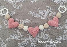 Steen i stugan: virkade hjärtan Baby Crafts, Baby Knitting Patterns, Baby Toys, Crochet Baby, Crochet Necklace, Tips, Baby Buggy, Dressmaking, Blue Prints