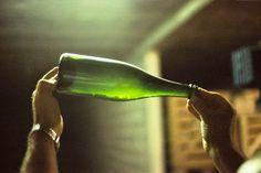 [caption id=attachment_11460 align=aligncenter width=375 caption=Garrafa de champagne ainda com as leveduras no interior – antes do século XIX, era