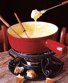 Retro Hors d'Oeuvres    These retro appetizers are oldies but goodies. SAVEUR magazine has the recipes for 13 never out of style favorites from fondue to crab rangoon.