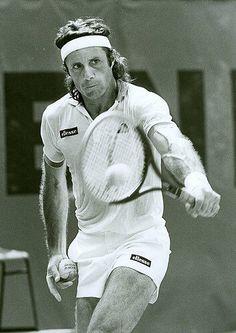 The Tennis Greats: John McEnroe – Learn Tennis Club Shoulder Tendonitis, Jimmy Connors, Tennis Rules, Tennis Pictures, Tennis Legends, Vintage Tennis, Tennis Elbow, Tennis Stars, Racquet Sports
