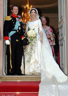 Princess Mary of Denmark In 2004 Mary Donaldson married Prince Frederik in a creation by Danish designer Uffe Frank. Royal Wedding Gowns, Royal Weddings, Wedding Bride, Wedding Dresses, Wedding Bouquet, Crown Princess Mary, Prince And Princess, Mary Donaldson, Real Life Princesses