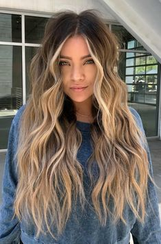 18 Versatile Long Shag Haircut Ideas That All Women .- 18 vielseitige Long Shag-Haarschnitt-Ideen, die allen Frauen passen 18 versatile long shag haircut ideas that suit all women - Long Shag Haircut, Waves Haircut, Haircut Wavy Hair, Blonde Wavy Hair, Women's Long Hairstyles, Highlights On Blonde Hair, Long Wavy Hairstyles, Balyage Long Hair, Ginger Blonde Hair