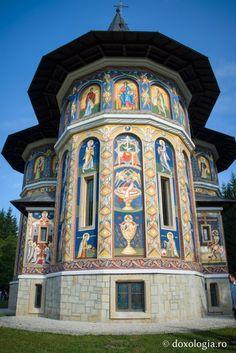 Catholic Churches, Cult, Byzantine, Romania, Big Ben, Places To Visit, Building, Buildings, Construction