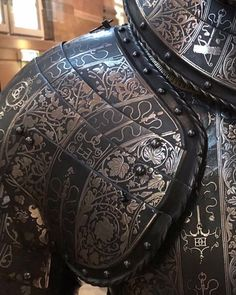 image Armadura Medieval, Armour Tattoo, Costume Armour, Full Metal Jacket, Warrior Tattoos, Military Tattoos, Shoulder Armor, Game Of Thrones Art, Knight Armor