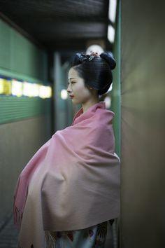 先斗町、舞妓 あや葉さんCAMERA EOS1DX / LENS SIGMA 50mm F1.4 DG HSM Art