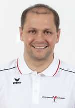 Expertengespräch mit Sebastian Manhart, Geschäftsführer der Sportservice Vorarlberg GmbH  Für Sebastian Manhart ist Personalmarketing Hobby und Beruf zugleich. Seine Erfahrungen sammelte er als Marketer im Sport- und gehobenen Dienstleistungsbereich, als Geschäftsführer der Vorarlberger Elektro- und Metallindustrie (V.E.M.) und seit 2013 als Geschäftsführer der Sportservice Vorarlberg GmbH.  ...