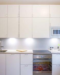 #keittiö #helno #helnodesign #kitchen #keittiöremontti #asmonoronen #sisustus #finland #interiordesign #kök #helsinki Interiordesign, Helsinki, Kitchen Cabinets, Home Decor, Decoration Home, Room Decor, Cabinets, Home Interior Design, Dressers