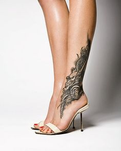 A few skin tattoo artists do not do foot tattoo designs. This is because there may be a number of problems with the platform of foot tattoo designs. Sexy Tattoos, Best Leg Tattoos, Latest Tattoos, Trendy Tattoos, Unique Tattoos, Body Art Tattoos, Girl Tattoos, Thigh Tattoos, Lower Leg Tattoos