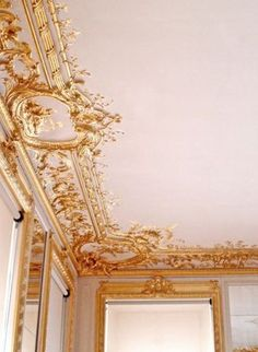"""""""Versailles pink"""" If only I could have walls like this! So inspired, Versailles is stunning. Versailles, Chateau Hotel, Wal Art, Interior And Exterior, Interior Design, Modern Interior, How To Make Paint, Ceiling Design, Ceiling Detail"""