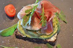 Välimerellisiä viettelyksiä. Avocado Toast, Breakfast, Food, Hoods, Meals
